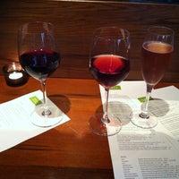 Das Foto wurde bei Tria Wine Room von Cindy Y. L. am 4/19/2013 aufgenommen