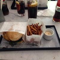 Снимок сделан в Phil's Burger пользователем Lennart W. 5/29/2014