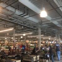 Foto diambil di Whole Foods Market oleh Vicente O. pada 6/17/2017