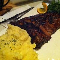 Photo prise au Bluegrass Bar & Grill par Anton H. le12/28/2012