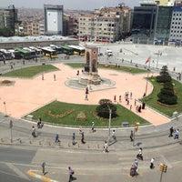 7/13/2013 tarihinde Öslemiiiziyaretçi tarafından Taksim Meydanı'de çekilen fotoğraf