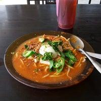 Photo taken at Kedai Sup Pak Dollah by Roslan S I. on 11/12/2012