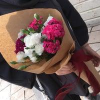 Photo taken at Khosheh Flower Shop   گلفروشی خوشه by S.faeze on 4/12/2017
