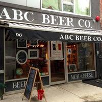 7/12/2013 tarihinde Scott B.ziyaretçi tarafından Alphabet City Beer Co.'de çekilen fotoğraf