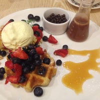 Photo taken at Max Brenner by Victoria X. on 6/27/2015