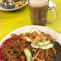 Photo taken at Restoran Nur by Ahmad Shobirin A. on 8/30/2018