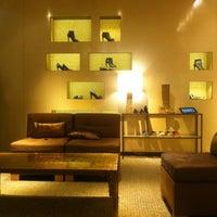 Das Foto wurde bei CHANEL Boutique von Naomi B. am 10/17/2012 aufgenommen