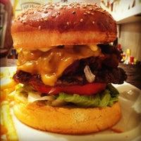 Foto scattata a Whoopi Gold Burger da nacci_yxxg il 10/7/2012