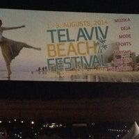 Photo taken at Telavivas pludmale by Вадим Е. on 8/1/2014