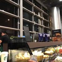 Foto tirada no(a) Starbucks por Joao Paulo Y. em 10/16/2017