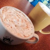 11/23/2013 tarihinde Rick T.ziyaretçi tarafından Jackalope Coffee & Tea'de çekilen fotoğraf