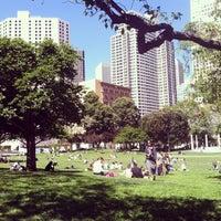 4/19/2013 tarihinde Johnziyaretçi tarafından Yerba Buena Gardens'de çekilen fotoğraf