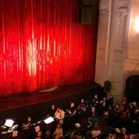 Das Foto wurde bei Moore Theatre von Vanessa C. am 4/28/2013 aufgenommen