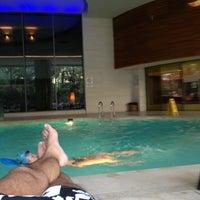 2/5/2013 tarihinde Gokhan K.ziyaretçi tarafından Swiss Otel Havuz'de çekilen fotoğraf