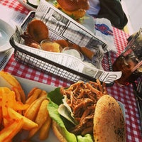 Das Foto wurde bei Jones - K's Original American Diner von Arnold K. am 6/10/2016 aufgenommen
