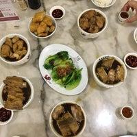Photo taken at Pao Xiang Bak Kut Teh (宝香绑线肉骨茶) by Treenuch M. on 12/7/2015