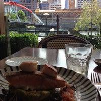 Foto scattata a Waterfront Seafood-Bar-Grill da Anastasia il 12/2/2012