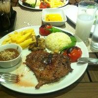 รูปภาพถ่ายที่ Cheffy Dünya Mutfağı โดย Ⓜ.Emin เมื่อ 3/29/2013