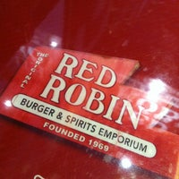 Photo taken at Red Robin Gourmet Burgers by Tarja K. on 2/10/2013