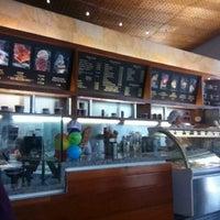 Foto diambil di Crepes & Waffles oleh Claudia M. pada 10/27/2012
