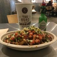 รูปภาพถ่ายที่ Chipotle Mexican Grill โดย Dorsie R. เมื่อ 11/3/2017