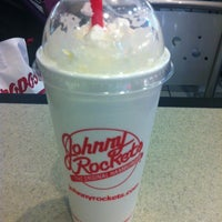 Photo taken at Johnny Rockets by Yeounkyung K. on 11/19/2012