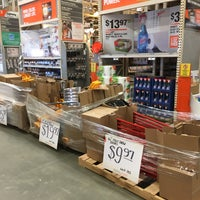 Foto tirada no(a) The Home Depot por Alan C. em 1/11/2017