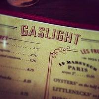 รูปภาพถ่ายที่ Gaslight โดย Adrian S. เมื่อ 9/30/2012