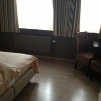Photo taken at Amaryllis Hotel Maldegem by Roxana M. on 10/14/2012