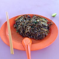 Photo taken at Day Night Fried Kway Teow by walter g. on 8/18/2015