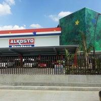 Foto tomada en Alkosto por Carlos Eduardo M. el 12/30/2012