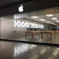 Photo taken at Apple Woodland Hills by Nicci on 6/21/2016