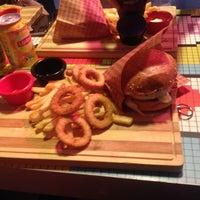 2/3/2015 tarihinde Gamze T.ziyaretçi tarafından Retro Burger'de çekilen fotoğraf