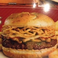 Photo taken at Red Robin Gourmet Burgers by Brian S. on 11/17/2012