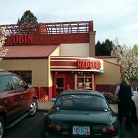 Photo taken at Red Robin Gourmet Burgers by Mike R. on 4/4/2013