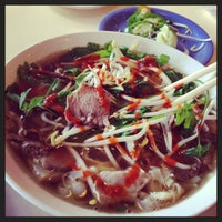 Photo taken at Pho Que Huong by Don Ho B. on 10/1/2013