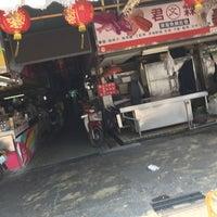 Photo taken at 水仙宮菜市場 Shuei Sian Temple Market by Ippei F. on 9/28/2017