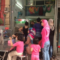 Photo taken at Hajah Basiroh Muslim Food by Hazy A. on 6/15/2013