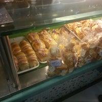 Foto tirada no(a) Restaurante e Confeitaria Lopes por Matheus N. em 11/2/2012