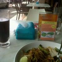 Photo taken at Restoran Simpang Tiga by Mel S. on 11/7/2012