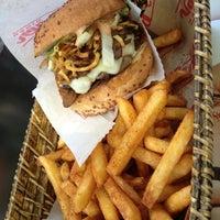 5/4/2013 tarihinde Ceylin A.ziyaretçi tarafından Egg & Burger'de çekilen fotoğraf