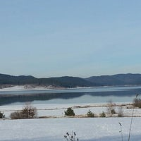 Foto tomada en Язовир Батак (Batak Dam) por Mariya S. el 12/15/2012