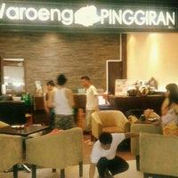 Photo taken at Waroeng Pinggiran by Peter Cindy B. on 1/16/2013