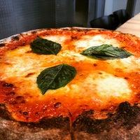 5/1/2017 tarihinde Chris B.ziyaretçi tarafından Pizzeria Bebu'de çekilen fotoğraf