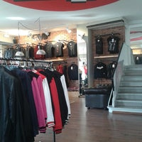Das Foto wurde bei EMP Store von Alexandra Q. am 3/22/2013 aufgenommen