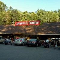 6/29/2012 tarihinde Dain B.ziyaretçi tarafından Janine's Frostee'de çekilen fotoğraf
