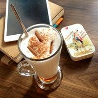 8/30/2013 tarihinde Emine B.ziyaretçi tarafından 7GR Coffee'de çekilen fotoğraf