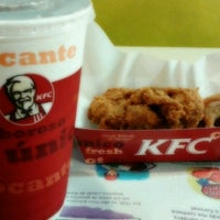 Das Foto wurde bei KFC von Larissa C. am 11/16/2012 aufgenommen