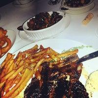 Foto tirada no(a) Barberian's Steak House por Rick B. em 4/7/2014
