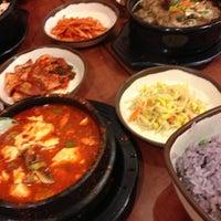 4/25/2013 tarihinde Rick B.ziyaretçi tarafından Buk Chang Dong Soon Tofu'de çekilen fotoğraf
